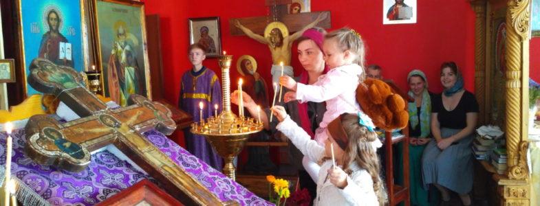 В неделю по Воздвижении, в день мцц. Веры, Надежды, Любови и матери их Софии состоялась Божественная Литургия
